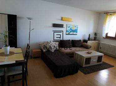 Prenájom slnečný 2-izbový byt v Bratislave-Petržalke na Bohrovej ulici.