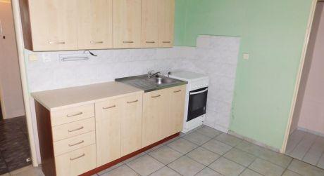 PREDAJ - prerobený veľký 1 izbový byt s loggiou na VII. sídlisku v Komárne
