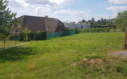 Exkluzívne predám pozemok - ZOBOR - Nitra, tichá lokalita, dobrý prístup.