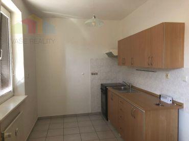 REZERVOVANÉ - EXKLUZÍVNA PONUKA - 1 izbový byt s balkónom, Trenčianska Teplá, 10 ročný tehlový dom, uzavretý dvor