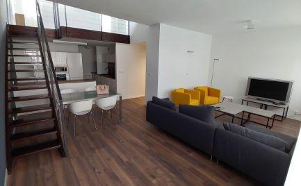 Ponúkame do prenájmu zariadený 3-izbový mezonetový byt v novostavbe na Zádunajskej ceste v Petržalke, oproti Auparku.