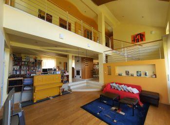 EXKLUZÍVNE! Veľkorysý 5-izbový Rodinný dom v tichej časti Senca