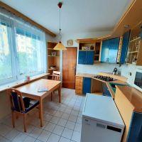 4 izbový byt, Zlaté Moravce, 84 m², Čiastočná rekonštrukcia