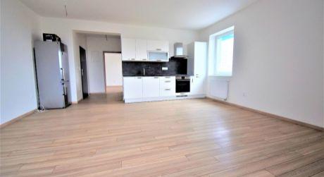 Na prenájom nový 2 izbový byt v centre mesta s 2 balkónmi, 68 m2, Dubnica nad Váhom