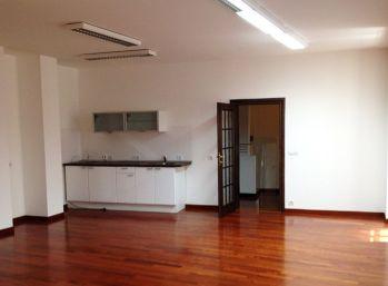BA Ventúrska – (home office) veľmi reprezentatívne kancelárie 129,9 m2 s balkónom.