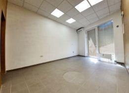 27 m2 OBCHODNÝ PRIESTOR V CENTRE SENCA, na námestí.