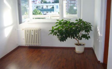 Ponúkame na predaj 4izbový byt v tichej lokalite, na Bagarovej ulici v Dúbravke, BA IV za sumu 174.000,- Eur