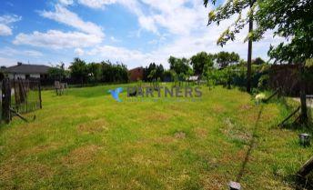 STAVEBNÝ POZEMOK ! GAJARY centrum, pozemok pre rodinný dom, 882 m2 + bonus 161 m2, IS pri pozemku, or