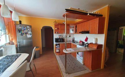 ZNÍŽENÁ CENA! Ponúkame Vám na predaj kompletne prerobený 3 izbový byt v meste Štúrovo