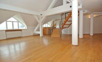Predaj- priestranný 5- izb. mezonet (163,28 m2 skolaudované 1. podlažie  + terasa 16,72 m2 + galéria 85,26 m2) v hist. budove Štefánka s výhľadom na prezidentský palác, Palisády- Hodžovo nám., BA I- c