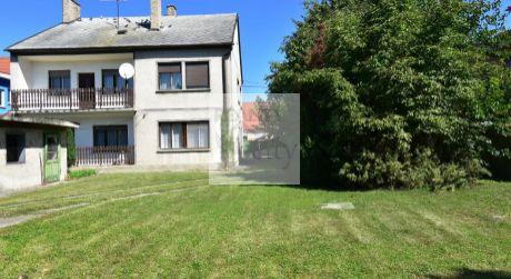5 - izbový dvojpodlažný  rodinný dom 200 m2 s garážou, pozemok 800 m2 - Rajka