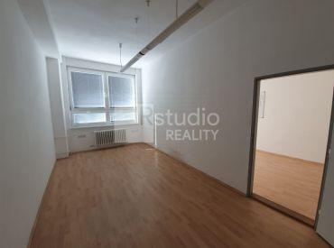 PRENÁJOM - kancelária 17,10 m2 / Trnava - Ružindolská / výhodná cena