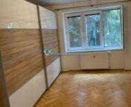 Rezervovaný/DIAMOND HOME s.r.o. Vám ponúka na predaj pekný veľký 2 izbový byt v srdci mesta Dun. Stredy
