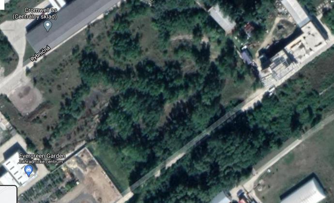 Pozemok /6092 m2/ s dobrou dostupnosťou na diaľnicu