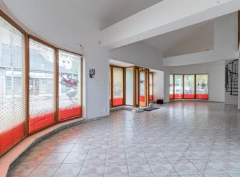 Predaj lukratívneho obchodného / administratívneho priestoru, 138m2 v samotnom centre Šamorína