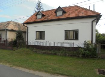 VEĽKÁ NAD IPĽOM - 4-i dom s podkrovím , na priestrannom pozemku 2072 m2