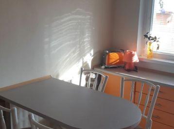 Ponúkame Vám na predaj pekný 3 izbový byt v Prievidzi,na ulici Urbánkova