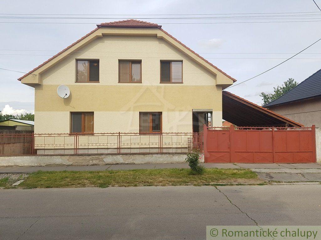 Priestranný 7 izbový rodinný dom v Seredi na predaj