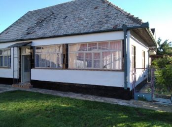 Predaj rodinného domu z pozemkom v Mojmírovciach  N087-12-MIK