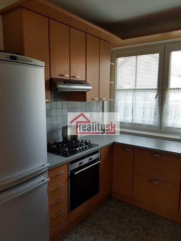 Rodinný dom-Prenájom-Bratislava - mestská časť Rusovce-990.00 €