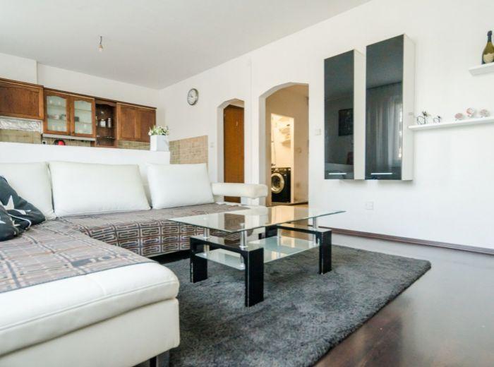 DROBNÉHO,3-i byt, 62 m2 – BEZPROBLÉMOVÉ parkovanie, rekonštrukcia podľa VLASTNÝCH PREDSTÁV, zeleň