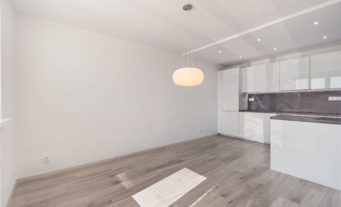 Ponúkame na predaj 3 izbový byt s balkónom v Bratislave - lokalita Ružinov