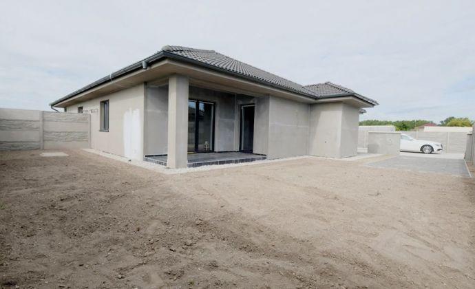 Pri R7: www.byvanievieska.sk Skolaudované moderné rodinné domy v tichej lokalite