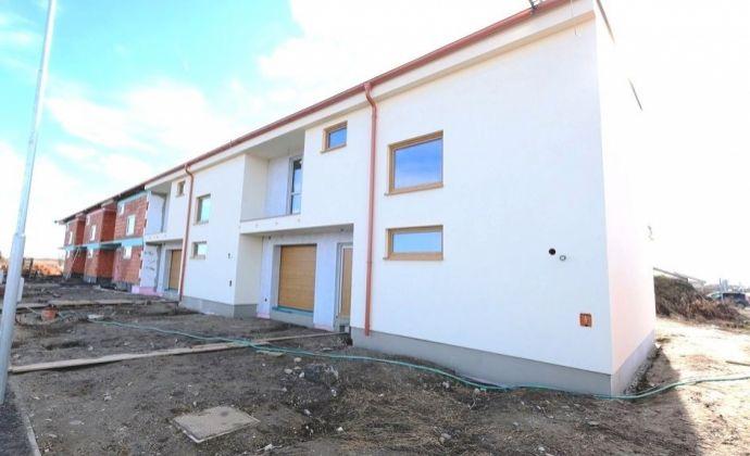 Nádherné vzdušné moderné 5 - izbové rodinné domy so vstavanou garážou