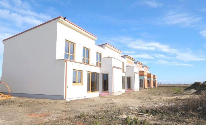 Krásne vzdušné moderné 5 - izbové rodinné domy so vstavanou garážou, záhradou a terasami