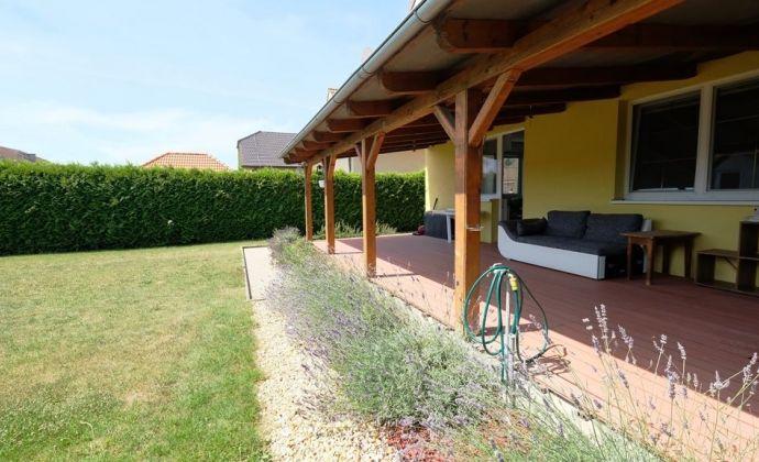 Mimoriadne priestranný 5-izbový dom v pokojnej lokalite blízko R7 (Bratislava - Dunajská Streda)