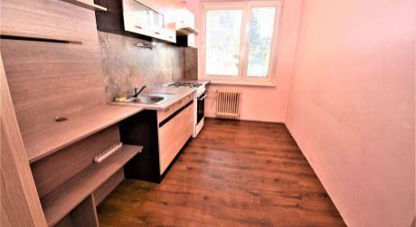 Na prenájom 4 izbový  byt s balkónom, 76 m2, Trenčín, ul. Clementisova