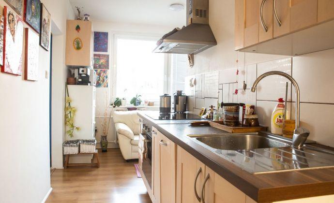 ** REZERVOVANÉ ** Priestranný 2izb. byt, 61 m2 v Ružinove - BA II., Chlumeckého ulica.