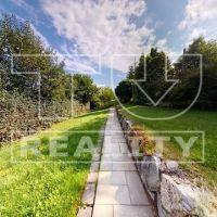 Pre rodinné domy, Nesluša, 1300 m²