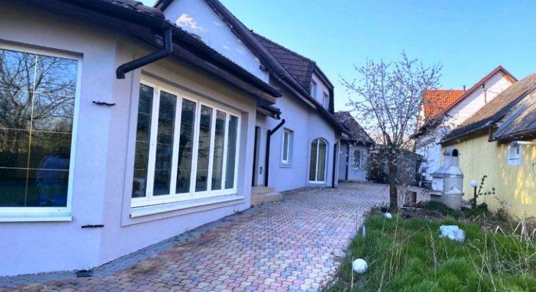 Rodinný dom s veľkým pozemkom na predaj - Plavecký Štvrtok
