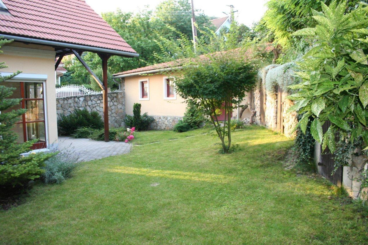 Rodinný dom-Prenájom-Bratislava - m. č. Devínska Nová Ves-1300.00 €