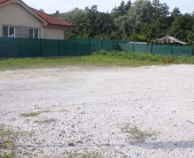 Na predaj pozemok na rodinný dom 608 m2 Prievidza 70115