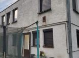 --PBS-- ++Dva rodinné domy s pozemkom o výmere 1500 m2 (možnosť odčleniť časť na stavbu), obec SMOLENICE++