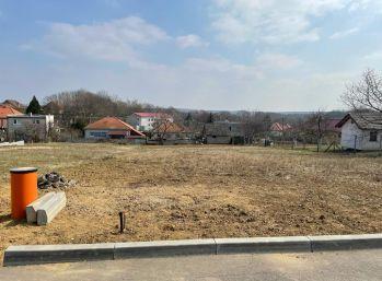 Predaj krásny stavebný pozemok 979m2, všetky IS, Párovské Háje