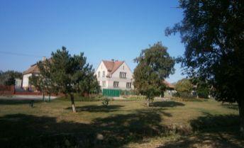 REZERVOVANÉ! Rodinný dom s veľkým pozemkom v obci Jasová na predaj!