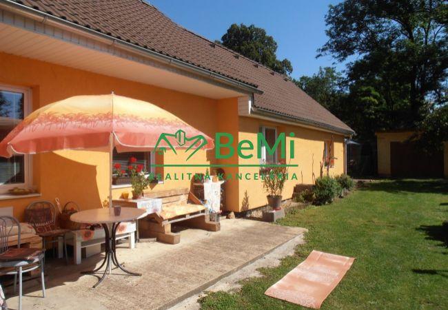 PREDANÉ - krásny 5 izbový rodinný dom s rovinatým pozemkom - Drienovec (048-12-PEV)