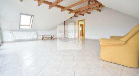 3 - izbový priestranný slnečný byt  100 m2 v tichej časti obce - prenájom Rajka