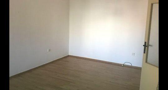 Exkluzivne- predáme  veľký 1 izbový byt v BB