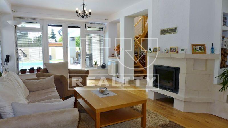 NA-PREDAJ-MODERNE riešený, PRAKTICKÝ 6 izbový rodinný DOM s BAZÉNOM, Viničné, 600 m2 CENA: 374 000,00 EUR