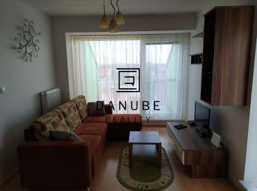Predaj zariadený 1-izbový byt s terasou a parkovacím miestom v Chorvátskom Grobe, časť Čierna Voda.