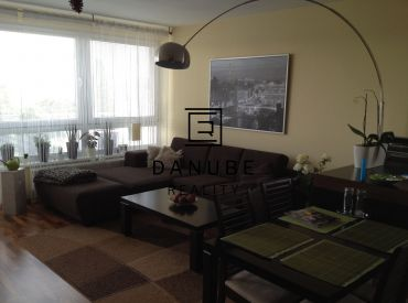 Prenájom priestranný 3-izbový byt s garážvým státím v Bratislave-Ružinove,ul.Na križovatkách