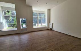 Na prenájom zaujímavý priestor s výkladmi a mezonetom vo vnútri, 121 m2, Dubnica nad Váhom - 105  bytovka.