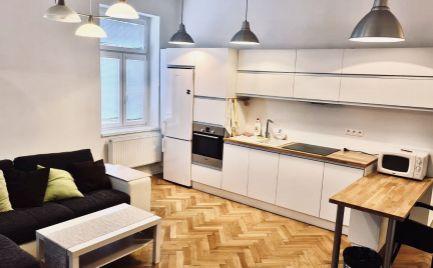 EXKLUZÍVNE - na prenájom krásny 3 izbový byt v Starom Meste s PARKINGOM