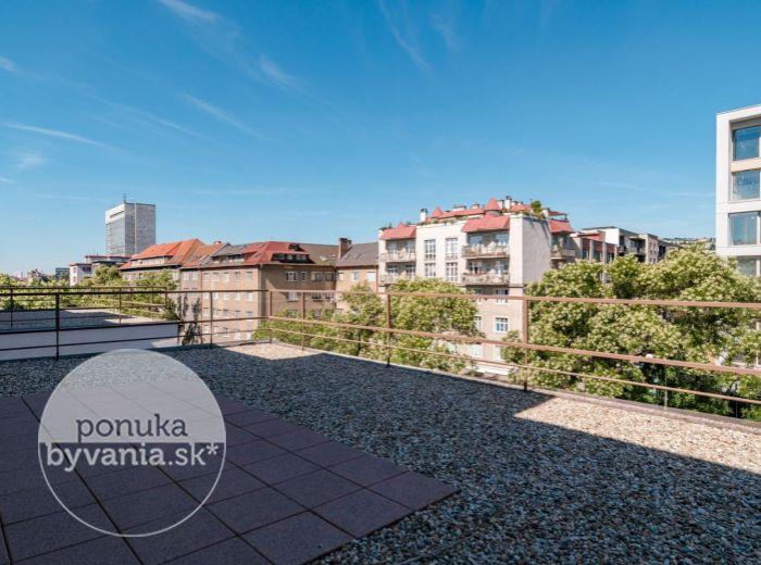 REZERVOVANÉ - VAJNORSKÁ, 1-i byt, 54 m2 – KOMPLETNÁ rekonštrukcia, KLIMATIZÁCIA, tehla, TERASA 140 m2