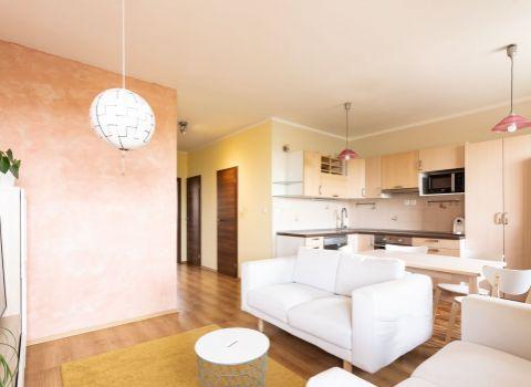 Na predaj útulný 2,5 izbový byt s balkónom a dvomi parkovacími státiami v Senci na Pezinskej ulici
