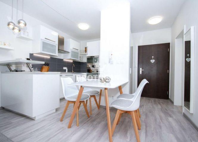 2 izbový byt - Rovinka - Fotografia 1